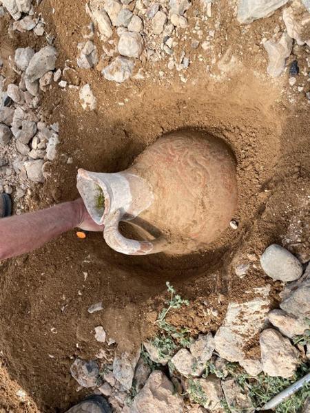 Des touristes belges découvrent un artefact vieux de dix siècles au Kirghizistan
