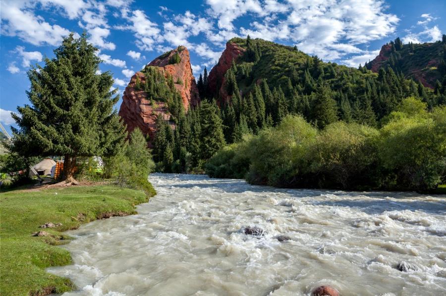 Les plus beaux sites du Kirghizistan racontés par des légendes