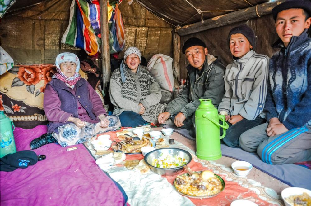 « A table ! » Traditions et coutumes kirghizes autour d'un repas