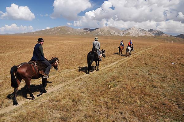 randonnée équestre au Kirghizistan